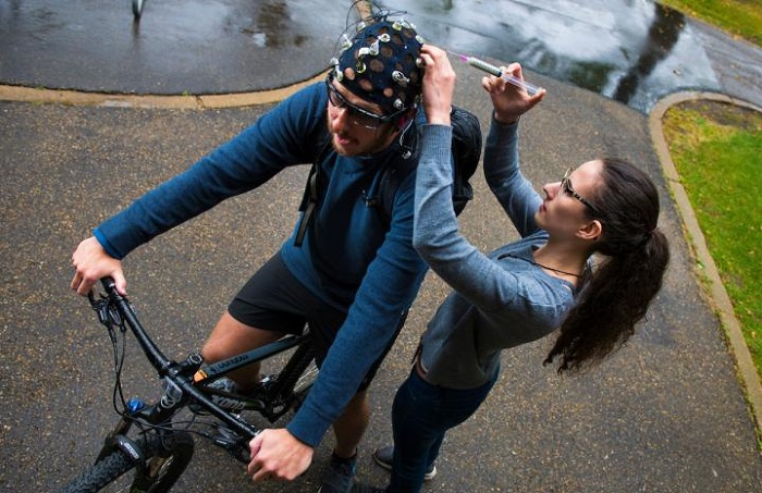 Neuroscientists at the University of Alberta are measuring auditory P3 during outdoor cycling using an active wet EEG system. (John Ulan)
